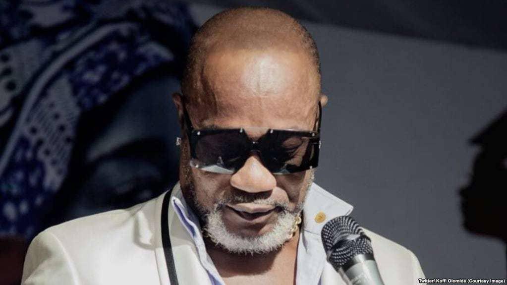 Koffi Olomide : Vous mes frères d'Abidjan, je vous propose de venir m'agenouiller devant vous sur scène