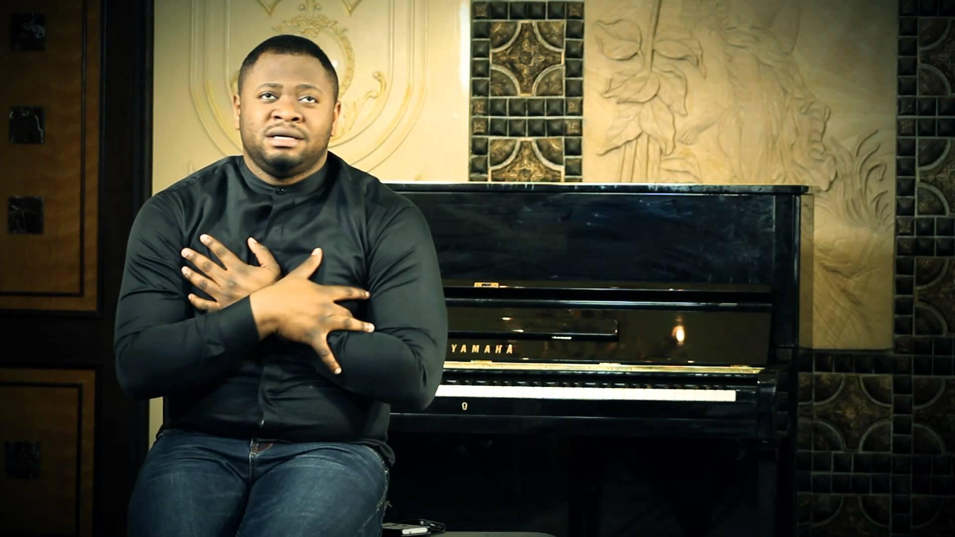 Le pasteur Moise Mbiye serait possédé par un adorateur de Geugeu ?